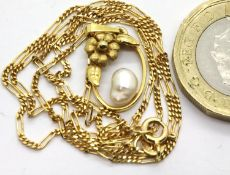 9ct gold pearl set pendant on a 9ct gold chain, 2.8g. P&P Group 1 (£14+VAT for the first lot and £