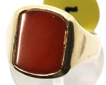 Gents 9ct gold cornelian set signet ring, size O, 7.0g. P&P Group 1 (£14+VAT for the first lot