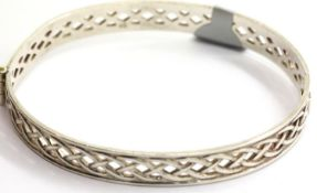 Ladies vintage 925 silver filigree hinged bangle. P&P Group 1 (£14+VAT for the first lot and £1+