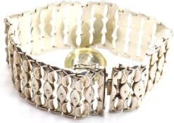 Ladies heavy 9625 silver bracelet, L: 21 cm, 47g. P&P Group 1 (£14+VAT for the first lot and £1+
