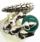 Silver dragon stone ring, 22g. P&P Group 1 (£14+VAT for the first lot and £1+VAT for subsequent