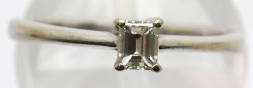 18ct white gold princess cut solitaire diamond ring, size K, diamond approximately 0.2ct, 2.6g. P&P