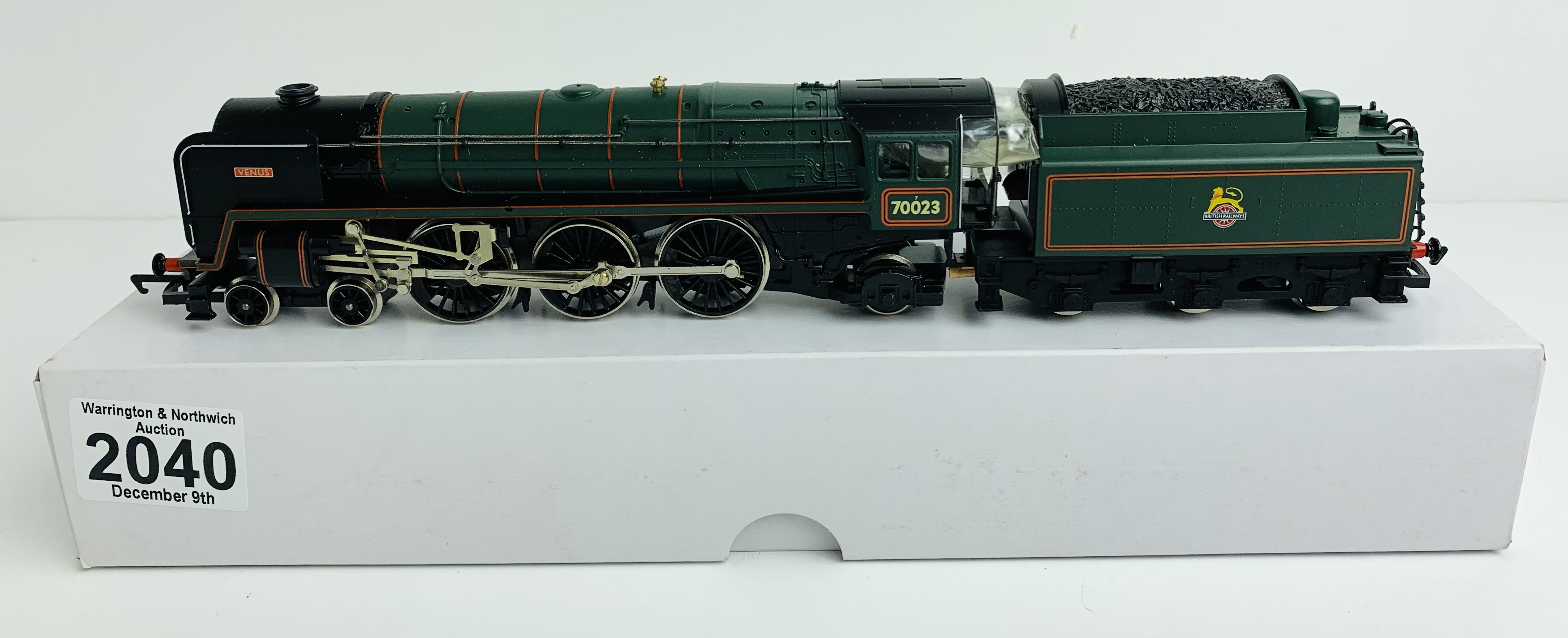 Hornby OO Britannia Class 'Venus' 70023 BR Lined Green Loco - Boxed P&P Group 1 (£14+VAT for the