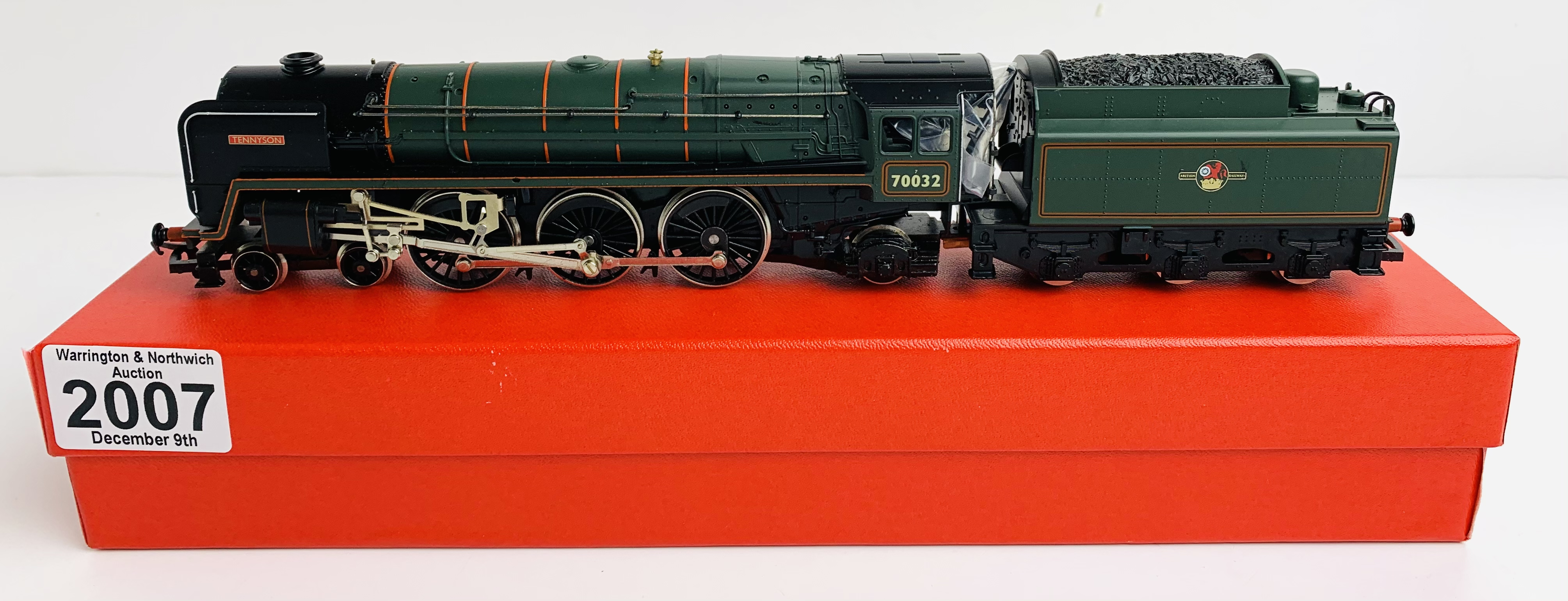 Hornby OO BR Green 'Tennyson' 70032 Loco - Supplied in Custom Leatherette Red Box - P&P Group 1 (£