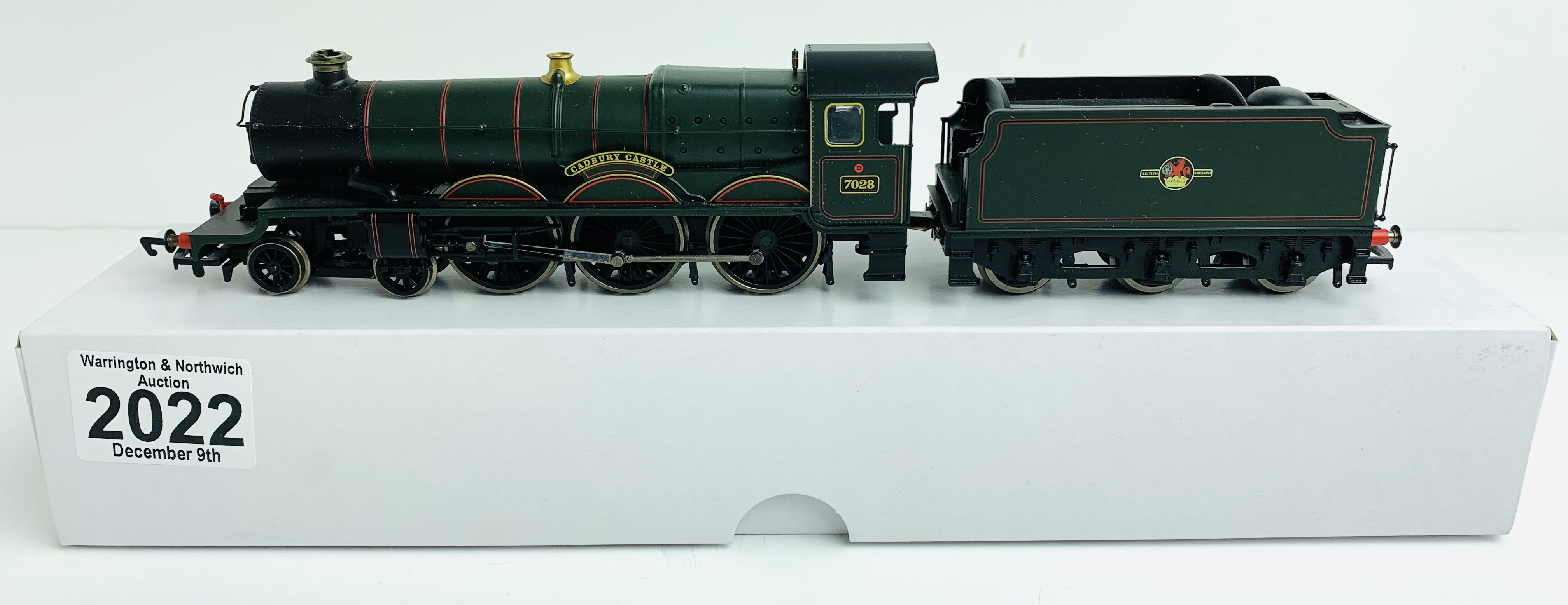 Hornby (China) BR Green 7028 'Cadbury Castle' Loco - Supplied in Custom Plain White Box P&P Group
