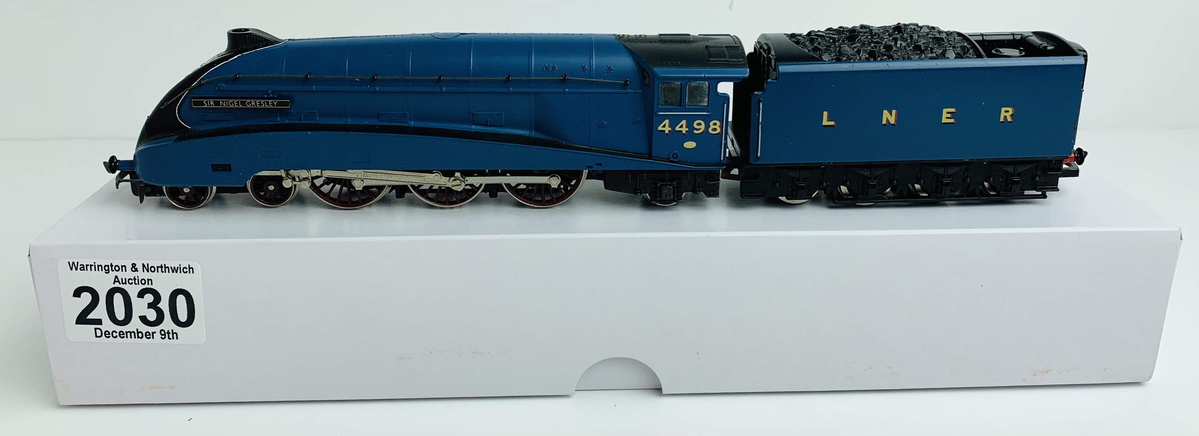 Hornby A4 Class 'Sir Nigel Gresley' 4498 LNER Garter Blue Loco - Supplied in Custom Plain White