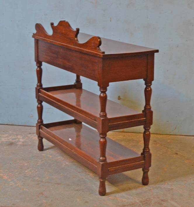 Lot 17 - *MAHOGANY DISPLAY UNIT. HEIGHT 990MM (39IN) X WIDTH 1145MM (45IN) X DEPTH 450MM (17.75IN)