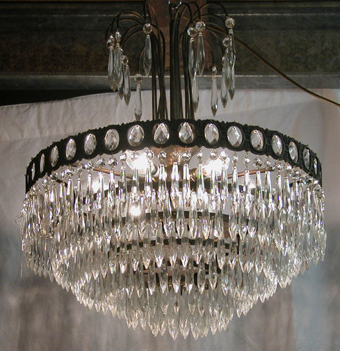 Lot 27 - *CHANDELIER WITH LOZENGE SHAPED DROPLETS, MID 1900S. HEIGHT 610MM (24IN) X DIAMETER 485MM (19IN) [