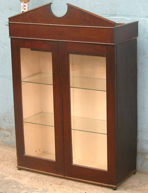 Lot 19 - *SMALL ANTIQUE MAHOGANY SHOWCASE, EARLY 1900S. HEIGHT 1090MM (42.75IN) X WIDTH 720MM (28.25IN) X