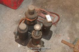 X4 BOTTLE JACKS AND A FOOT PUMP