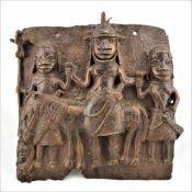 Bronzerelief Benin4-figuriges Bronzerelief aus dem Benin. Halbplastische Darstellung von Kriegern