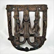 Bronzerelief Benin3-figuriges Relief aus Bronze. Halbplastische Darstellung. Ausbruch im