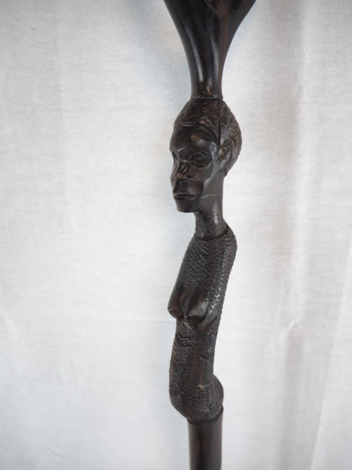 Los 376 - Spazierstock Ebenholz, um 1900Kunstvoll hergestellter Gehstock, wohl Afrika um 1900. Aus Ebenholz...