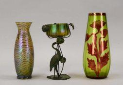 Kleines Glas-Konvolut (Jugendstil), 3 Teile: 2x Vasen, und einzelne Schale, Schale mit figürlichem