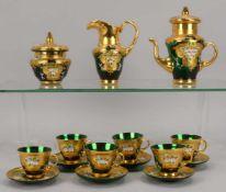 Mokkaservice, grünes Glas mit starker Vergoldung und Emaille-Dekor (Blütenmotive(, komplett für 6