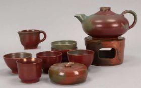 Wefels, Emmy, Künstler-Keramik, Teeservice, mit Ritzsignatur, umfassend: Teekanne auf Stövchen mit