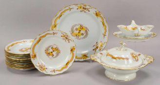 Meissen (Punktzeit), Speiseservice, 2-gestrichen, Dekor 'Gelber Drache', mit Goldrand, umfassend: