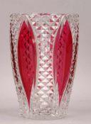 Val St. Lambert, Kristallvase, Klarglas mit rubinrotem Überfang, signiert; Höhe 23 cm