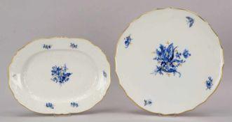 Meissen, 2 Porzellanteile, I. Wahl: 1 Tortenplatte, Durchmesser Ø 32 cm; und 1 Gebäckschale/oval,