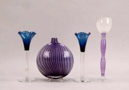 Kleines Künstlerglas-Konvolut (Schweden), 4 Teile: 3x Orrefors/davon 1x Höhe 35 cm, und 2x Höhe 27