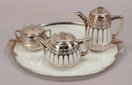 Mokkakanne und Teekanne, mit Zuckertopf, auf Tablett, schweres Silver-Overlay in schönem Art déco-