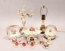 Tischdekoration, Porzellan, verschiedene Teile und Funktionen, umfassend: 1 Leuchter/4-flammig, 1
