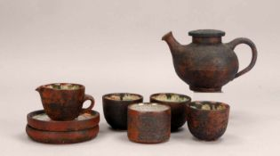 Liebenthron, Gerd, Künstler-Keramik, 'Tête-à-Tête', umfassend: 1 Kanne, 2x Becher mit 2x