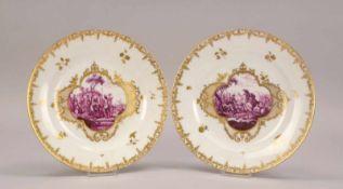 Porzellanmanufaktur Wien, 2 Teller, im Spiegel Goldreserve mit Genreszenen, Rand mit Goldbordüre,