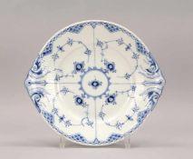 Royal Copenhagen, großer Kuchenteller, Seriennr. '1/666', handbemaltes Porzellan, mit kobaltblauer