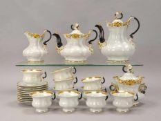 Kaffeeservice (Schlesien, um 1860), umfassend: 1 Kaffeekanne, 1 Teekanne, 1 Milchkännchen, 1