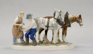 Gräfenthal/Thüringen, Porzellan-Figurengruppe, 'Beim Schmied', 4-teilig ('Landwirt' und 'Schmied'