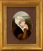 Porzellan-Bildplatte, 'Brustbildnis einer Dame mit Haube und Pelzmantel', feinste Porzellanmalerei,