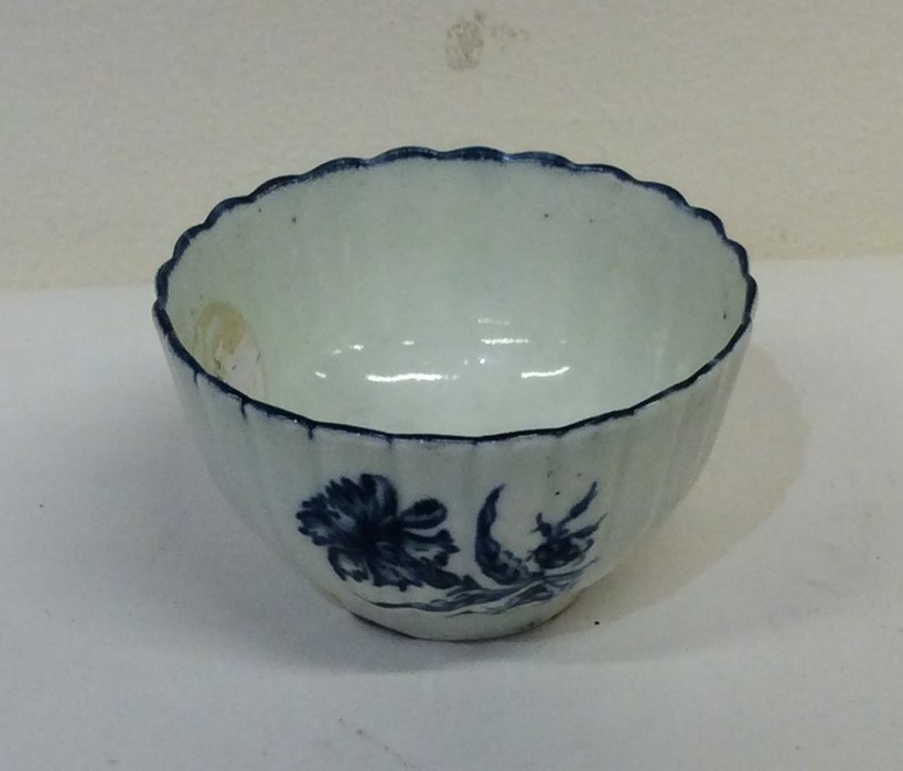Lot 42 - A small tapering Worcester tea bowl with fluted de