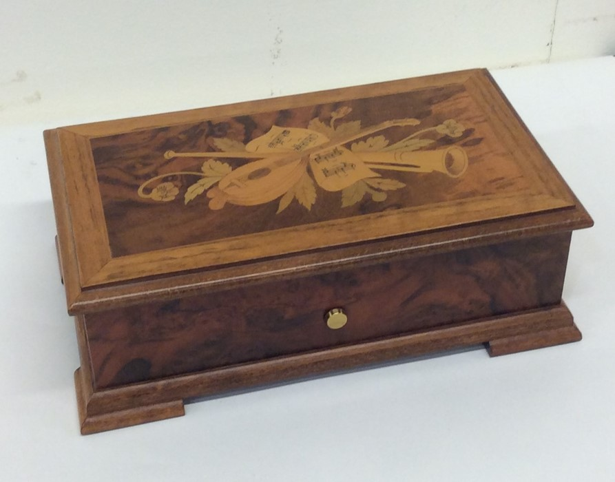 Lot 18 - An attractive 20th Century music box with hinged l