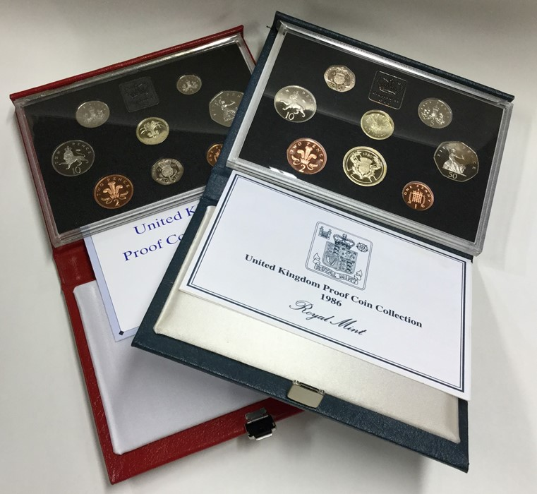 Lot 6 - A Royal Mint 1990 proof coin collection together w