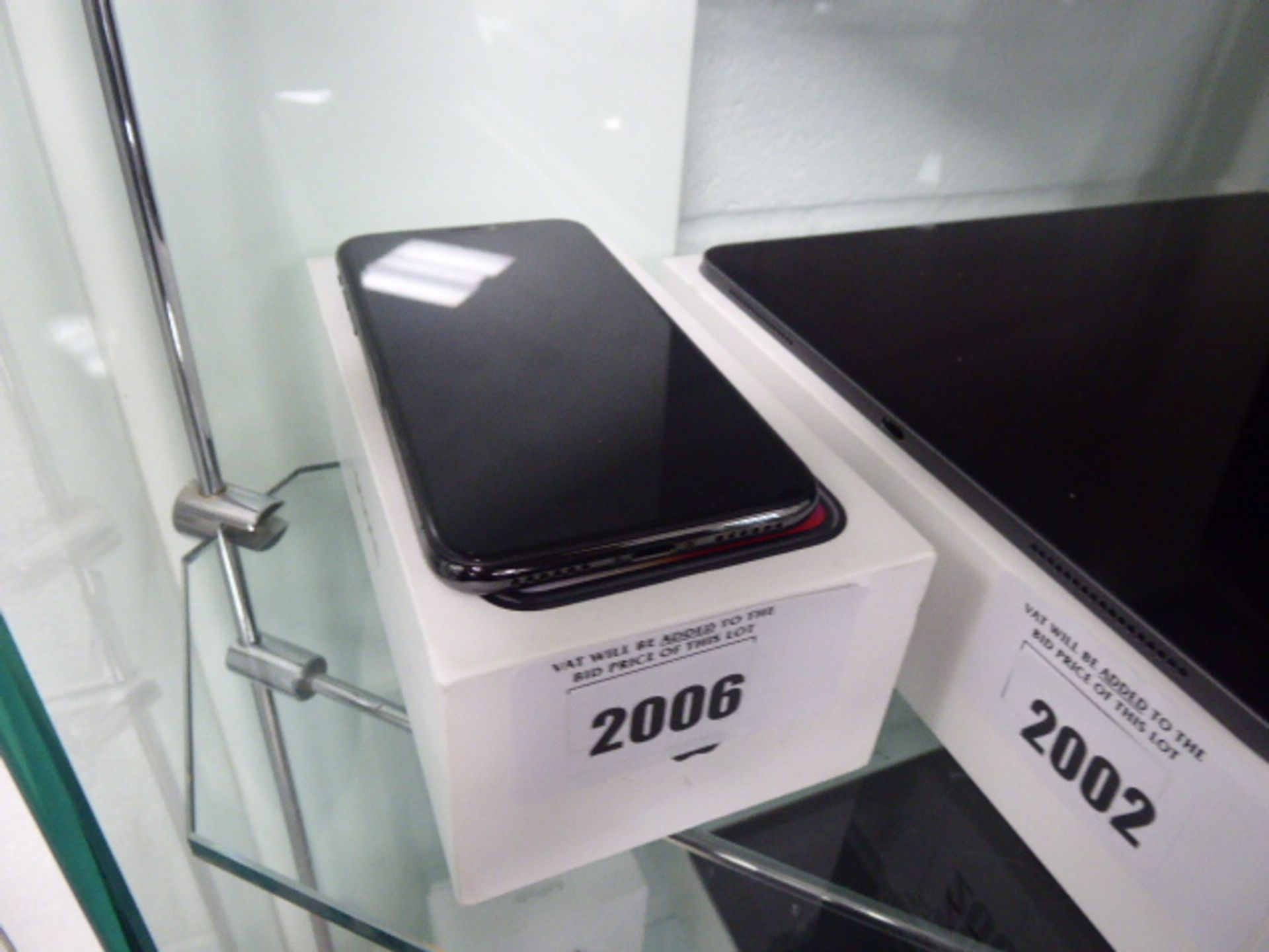 Lot 2006 - Apple I phone XS silver 64GB mobile with box, model A2097