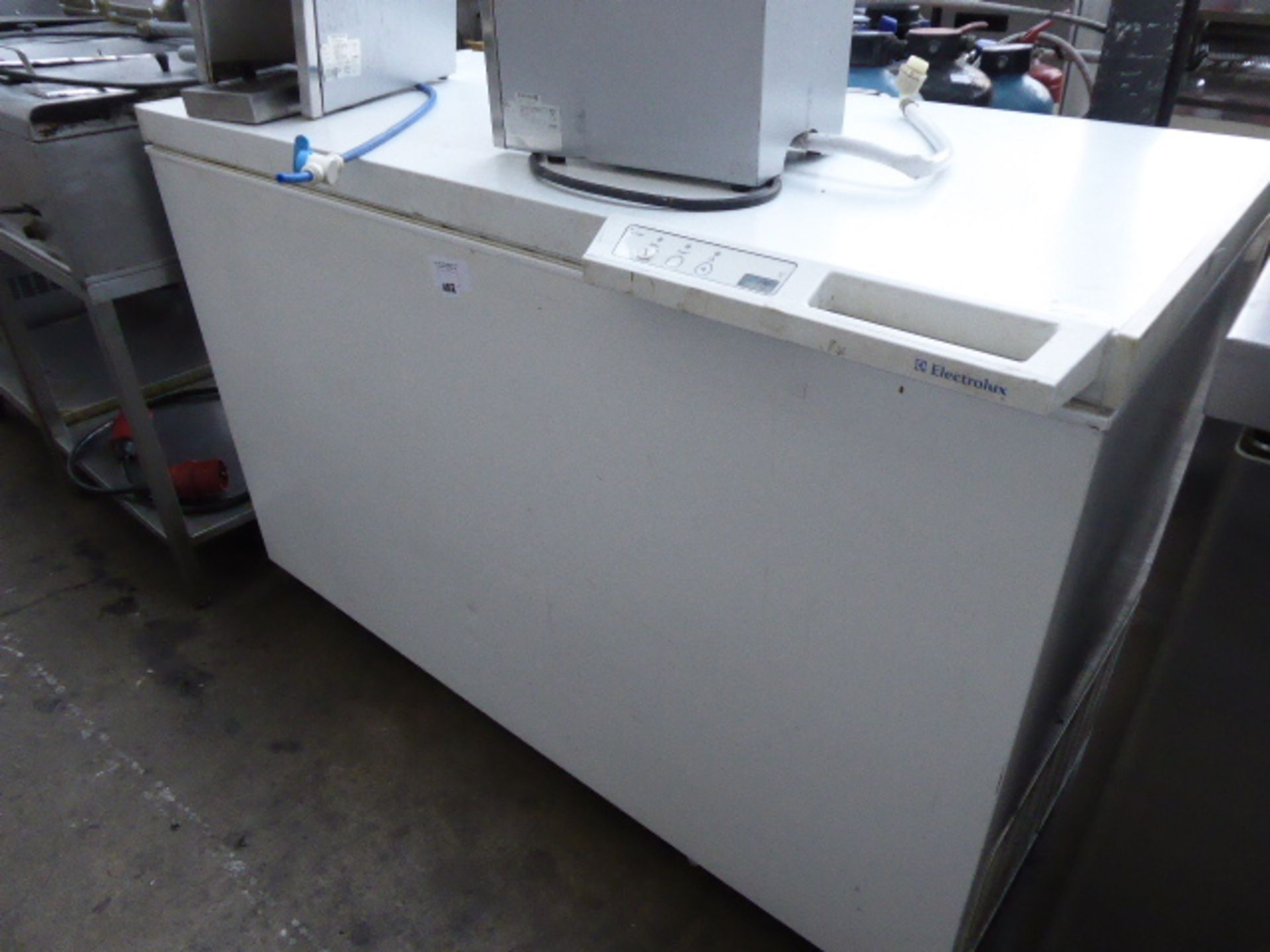 (TN 81) - 130cm chest freezer