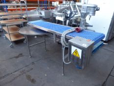 Food industry conveyor belt with a rotating table 3 phase