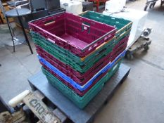 Plastic pallet with a large number of stacking crates