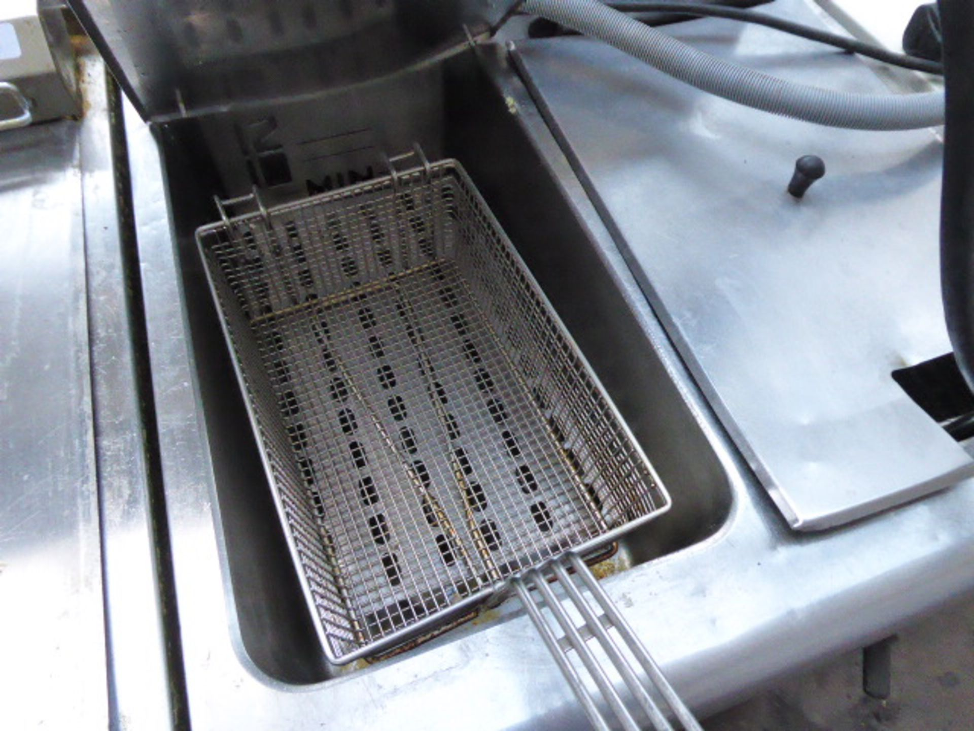 60cm electric Lincat 2-well fryer with baskets on stand - Image 2 of 2