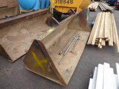 Large excavator bucket (E318682)