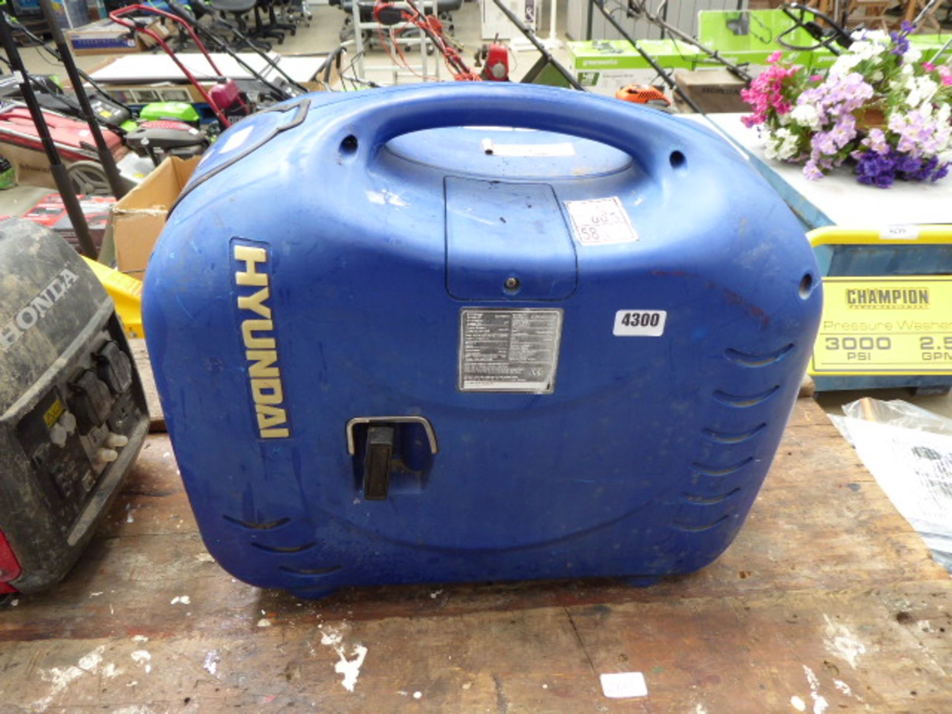 Lot 4300 - Hyundai petrol powered blue generator