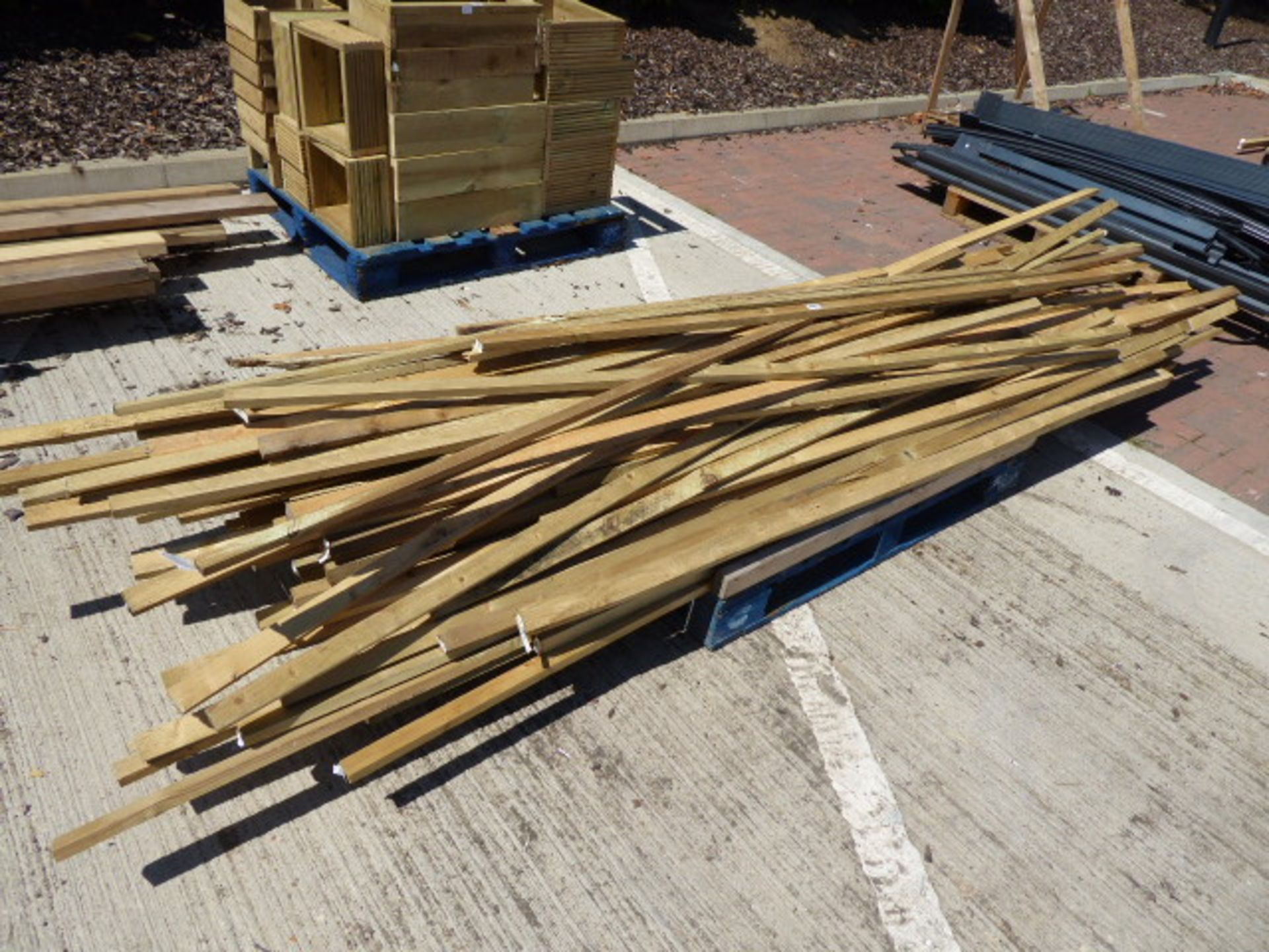 """Lot 4125 - Pallet containing 1 1/2"""" x 1"""" timber"""