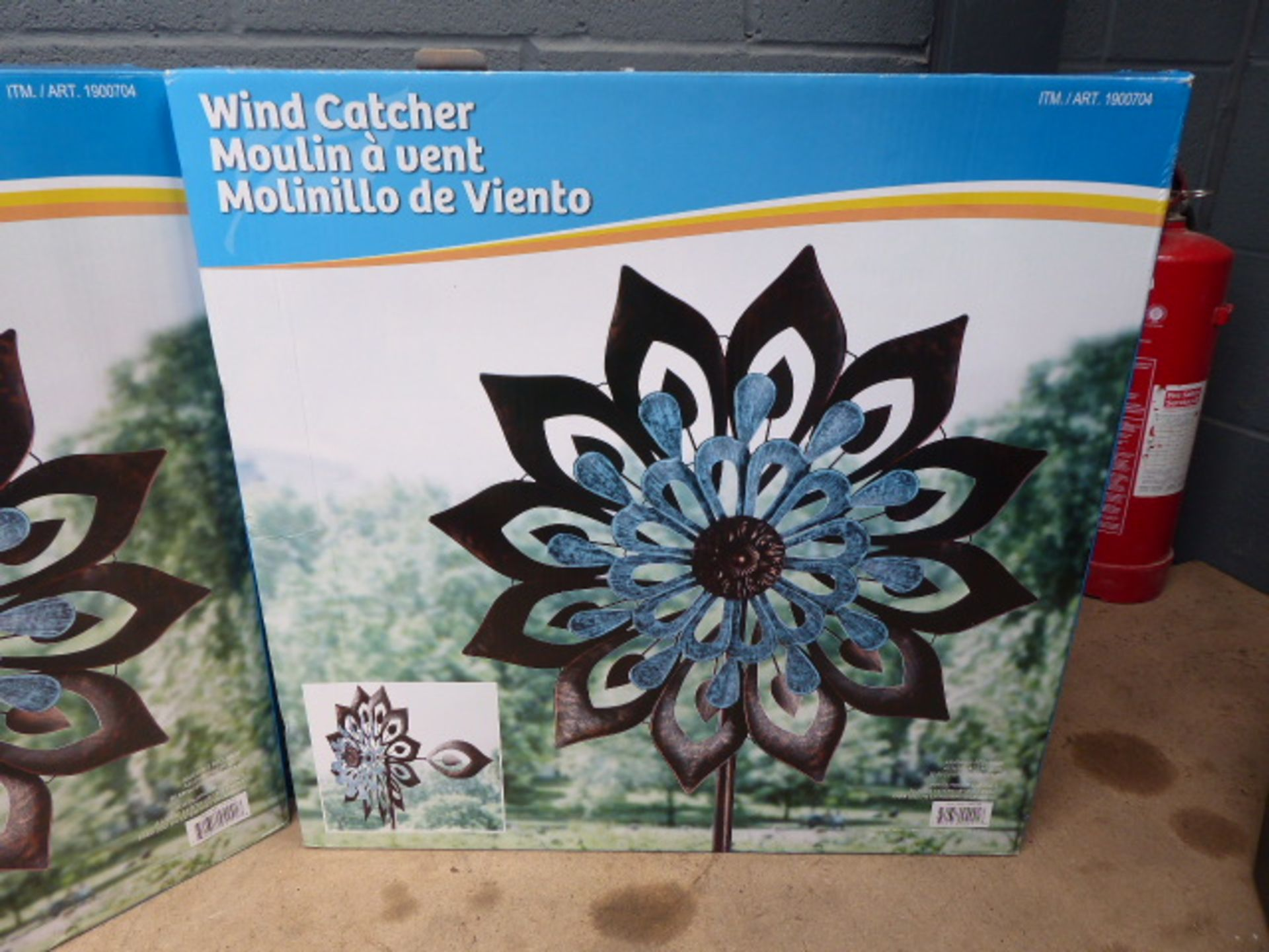 Lot 4075 - 2 boxed wind catchers