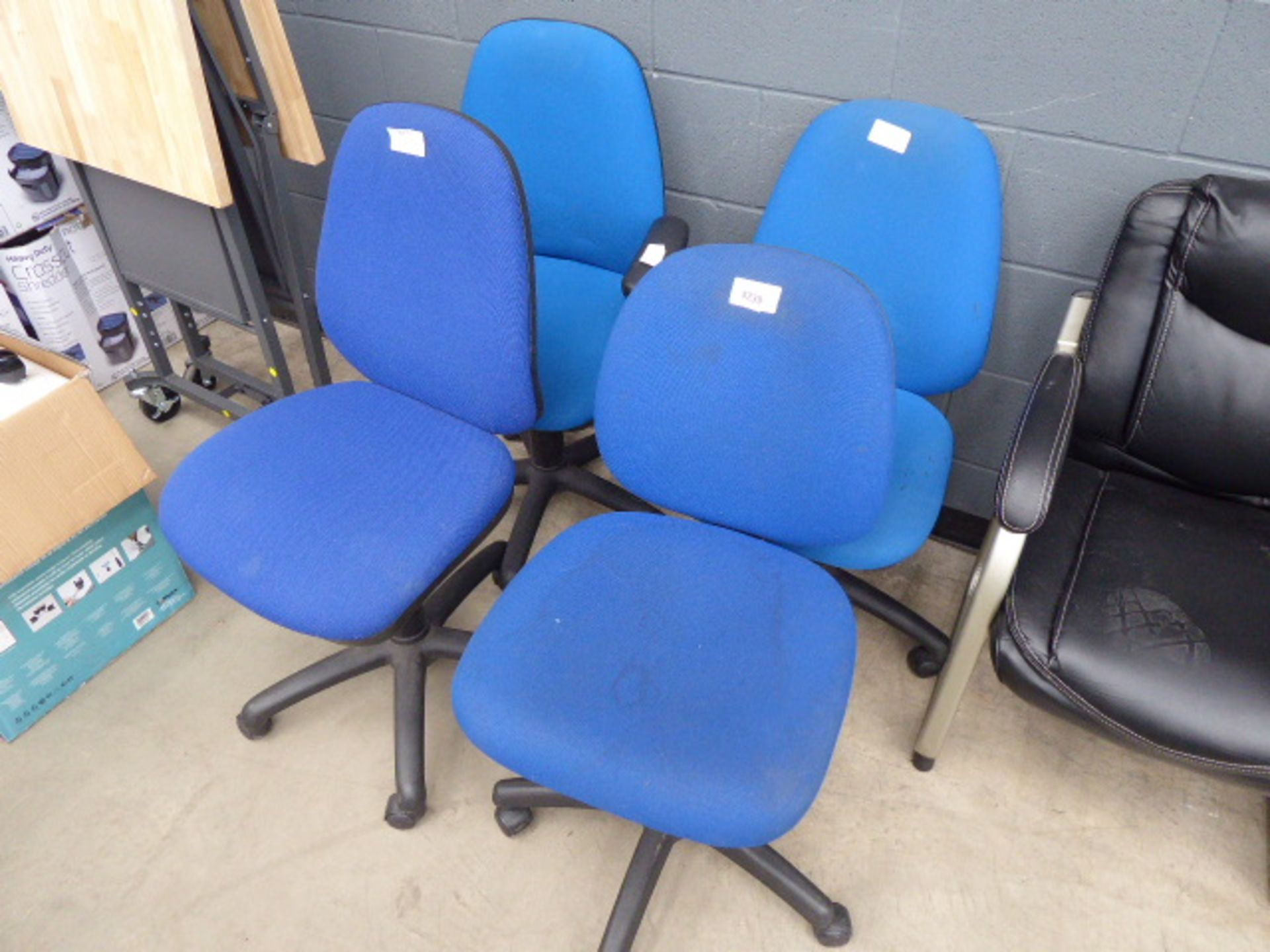 Lot 4239 - 4 Blue cloth chairs