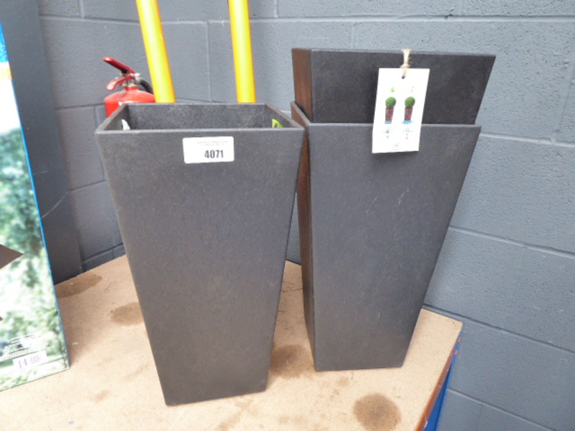 Lot 4071 - 3 rubberized tall pots