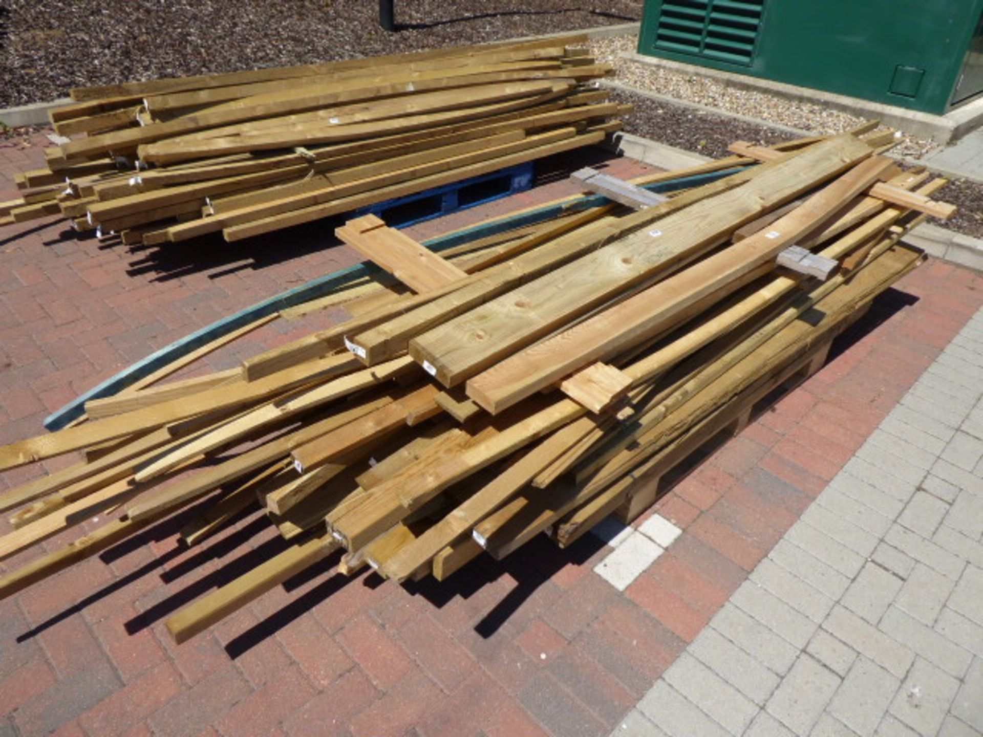 Lot 4128 - Pallet of assorted timber