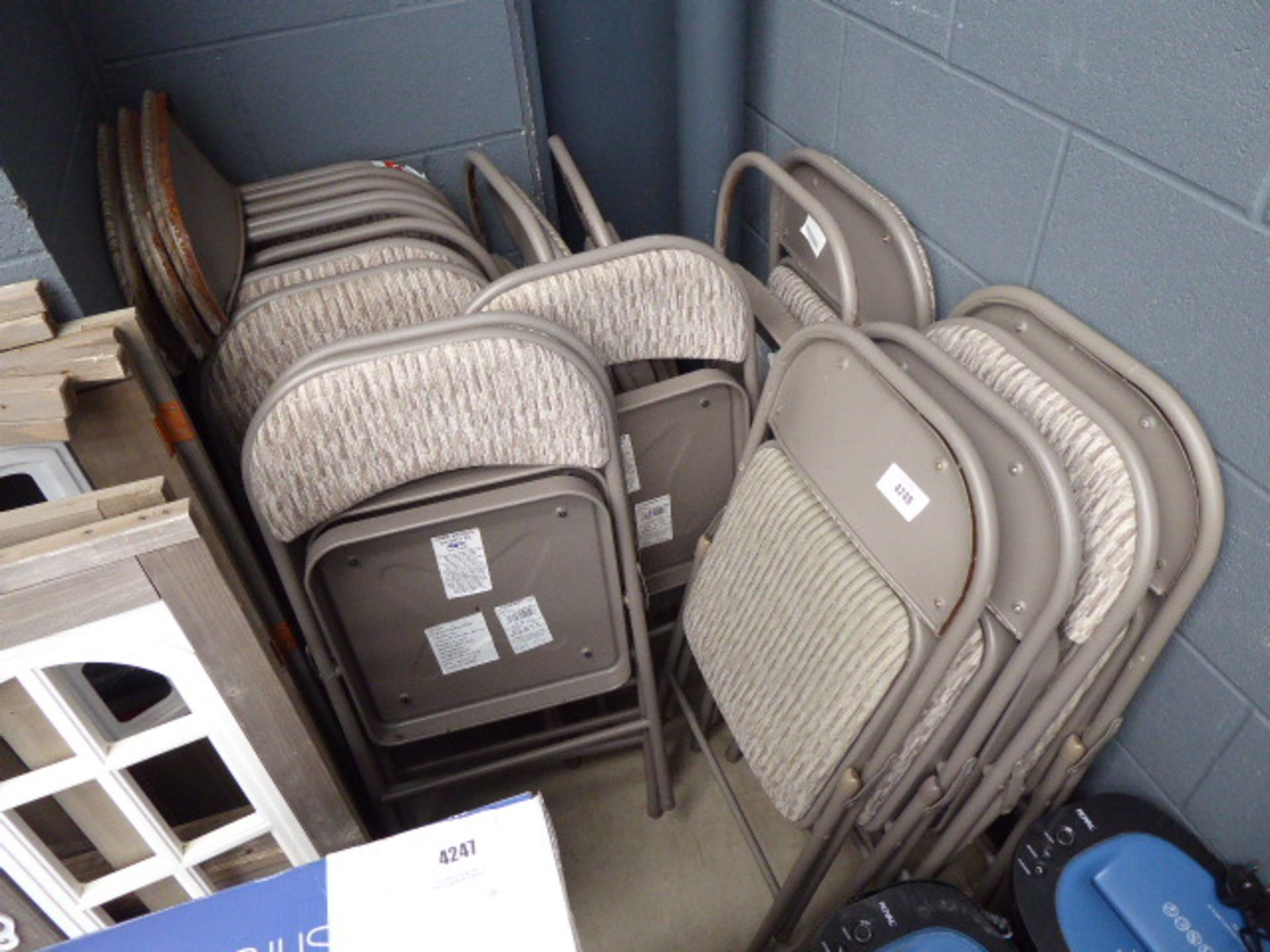 Lot 4248 - 15 assorted stacking chairs