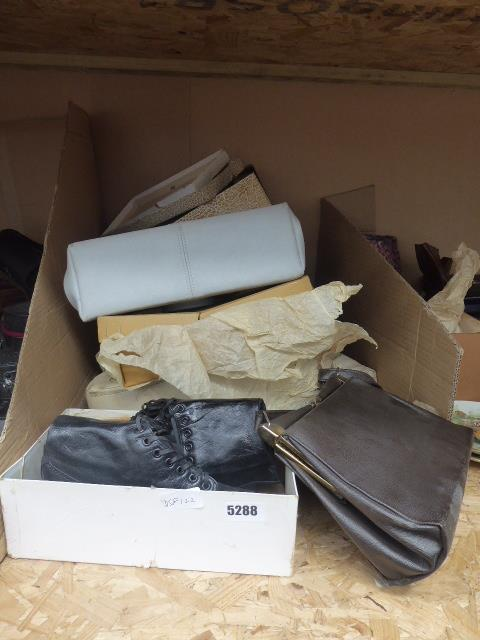Lot 5288 - Qty of vintage handbags,