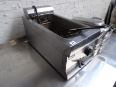 30cm electric Lincat single well fryer (133)